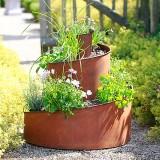 Kräuterturm bepflanzt